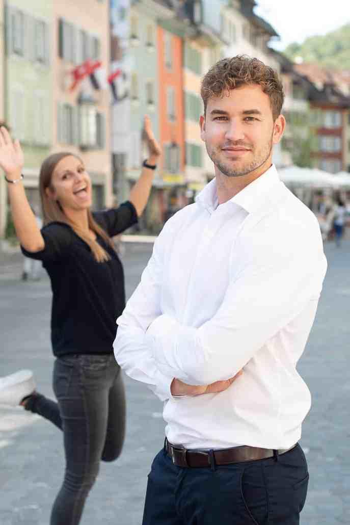 Simon und Simone auf den Strassen von Baden