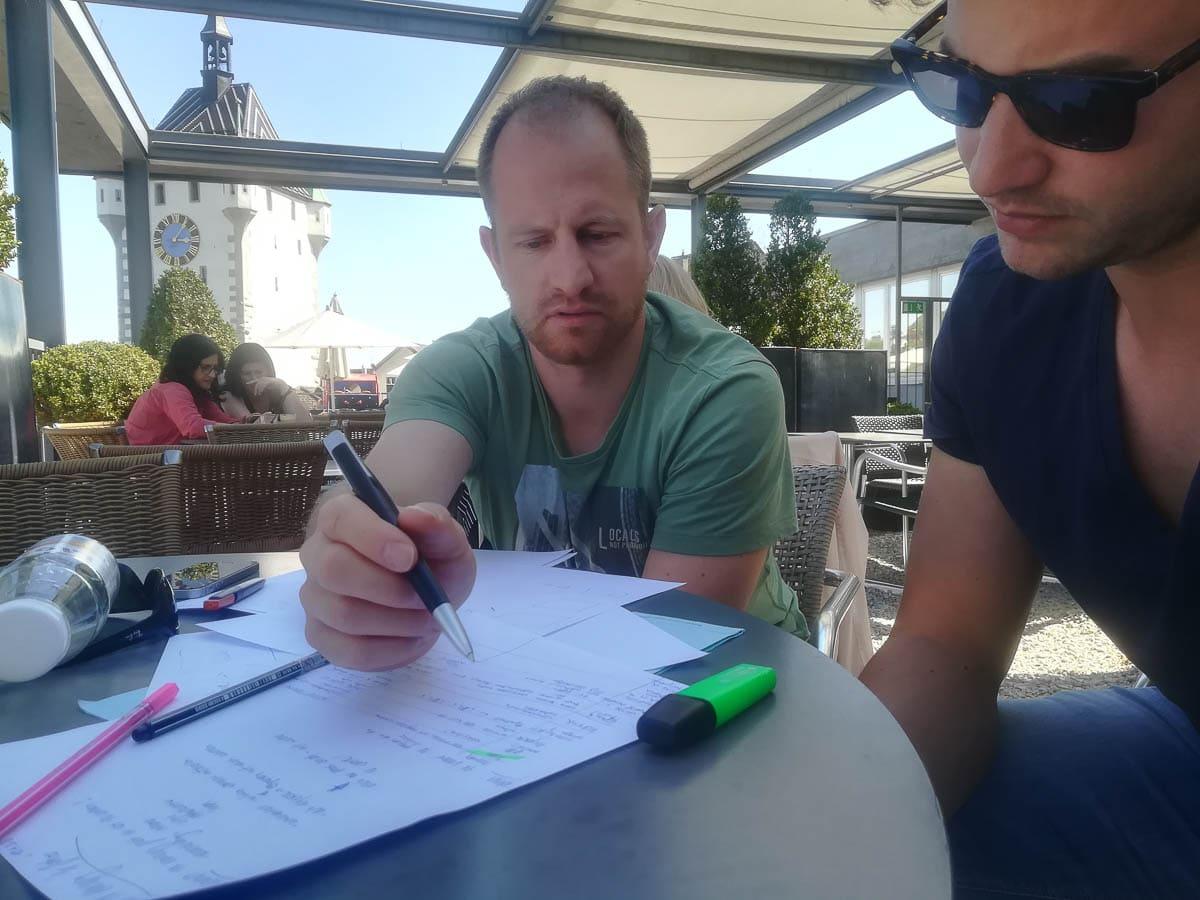 Lukas und Simon im Meeting