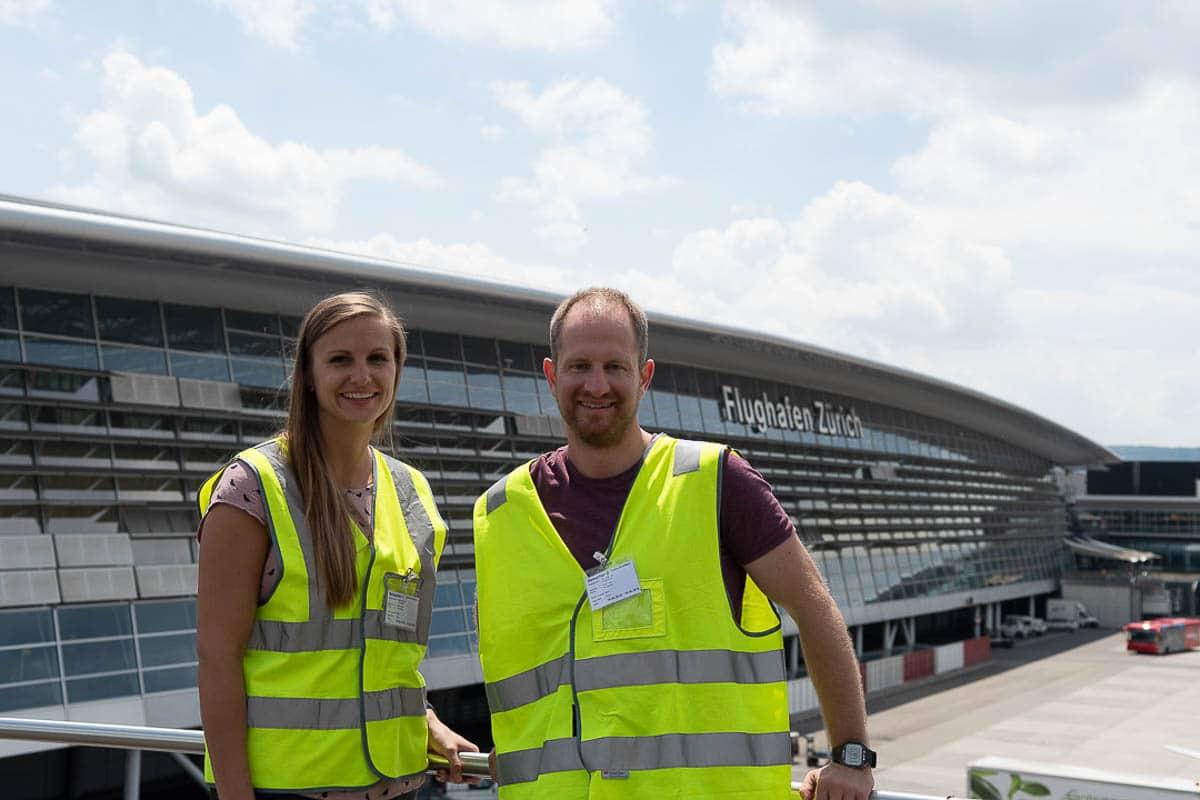 Simone und Lukas am Flughafen Zürich