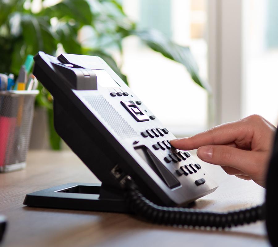 Nummer wird auf Telefontasten gewählt