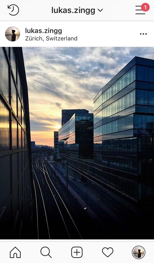 Gleise zwischen Gebäude