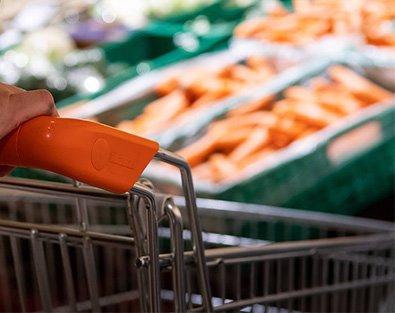 Einkaufswagen in Lebensmittelfiliale