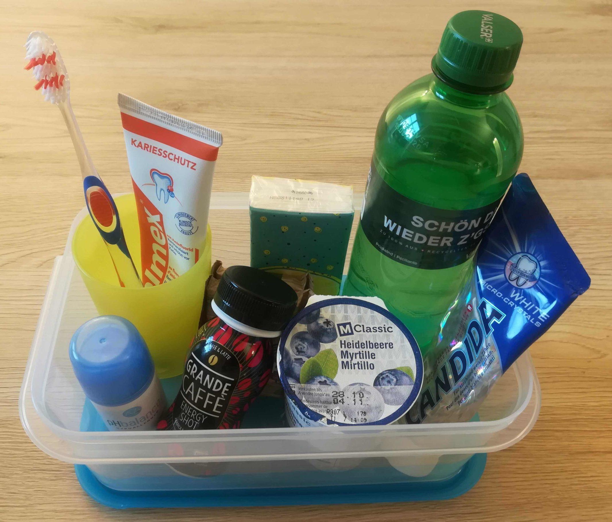 Plastikgegenstände in Box